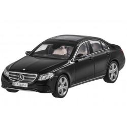 Original Mercedes Benz E-Klasse obsidianschwarz, Modellauto von iScale, 1:43